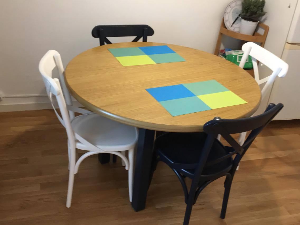 Roxana table with Niv chairs