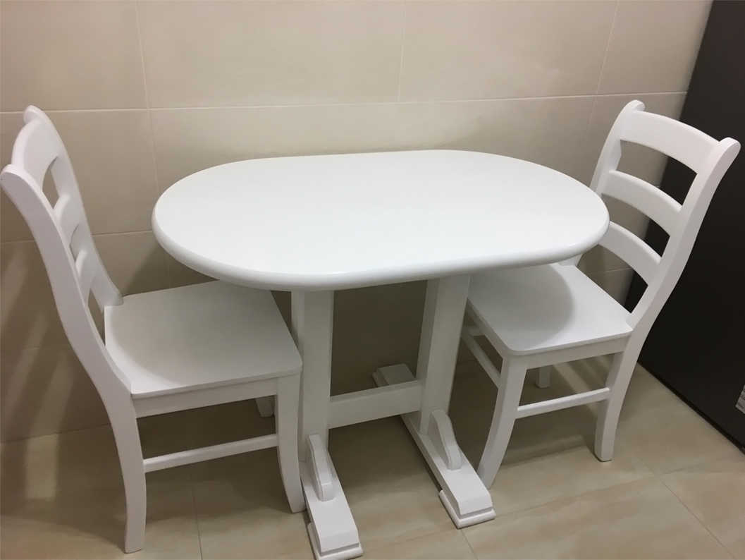 Pedestal table with MD103 chairs