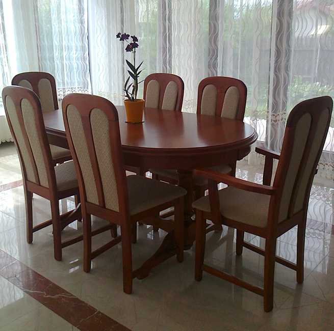 this is a set for the dining room composed of extensible table