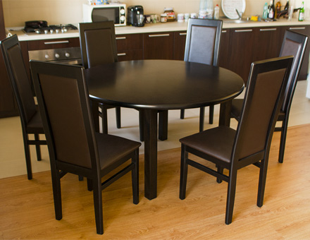 Round Roxana table and MD107M chairs set