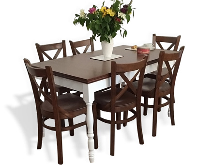 Coutry III table in two colors with MD470 chairs