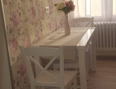Country II table, Nordia stools and Loredana chairs