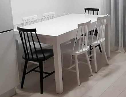Country II table with Luton chairs set