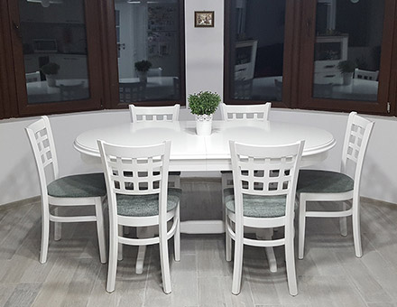 Europa table with MD170 chairs.