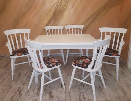 Upholstered Rawy chairs with Country III table