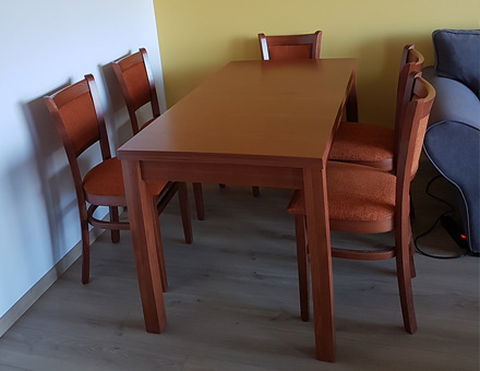 Extendable Roxana table with MD237 chairs