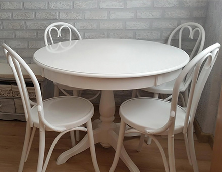 Ghera table with 6018 bentwood chairs