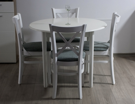 Ava table with MD470 chairs
