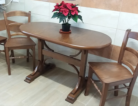 Double pedestal table with MD106 chairs