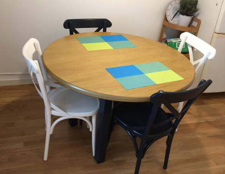 Roxana table with Niv chairs