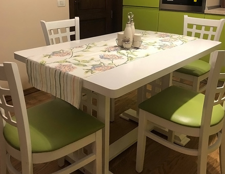 MD170 chairs with MD170D table with rounded corn