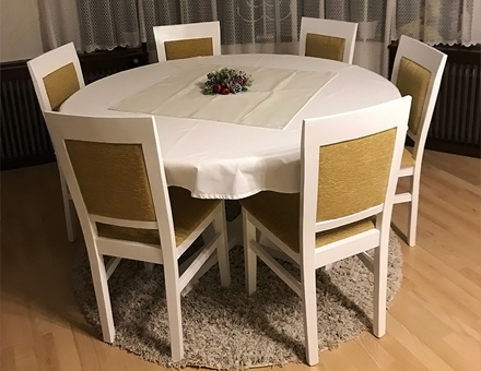 Simona table with MD101 chairs