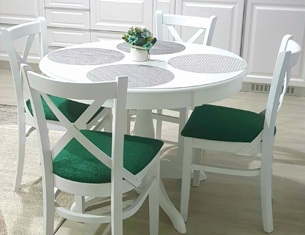 Ghera table with MD470 chairs