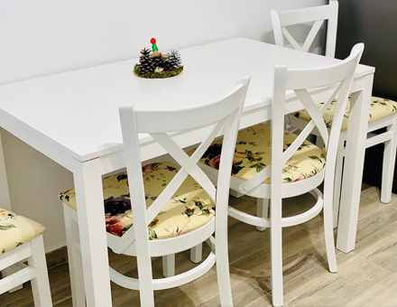 Andreea table with MD470 chairs