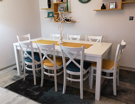 Country 2 table with MD470 chairs