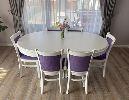 Europa table with upholstered MD238 chairs