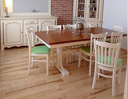 Extendable Sophia table with Boston chairs